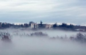 Chapelle Saint Laurent - Bildausschnitt im Nebel